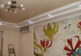 Комната с коробом на потолке