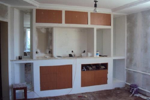 Шкаф с крашеными дверцами