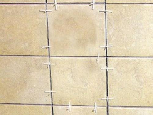 Крестики между плиток