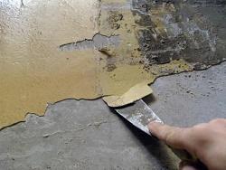 Отчистка старой краски с потолка