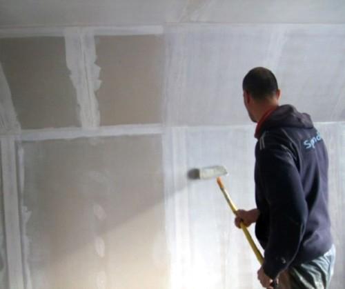 Нанесения смеси на стены