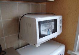 Микроволновка над холодильником