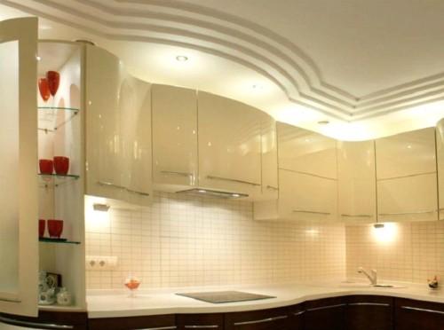 Многоуровневый вариант потолка на кухне