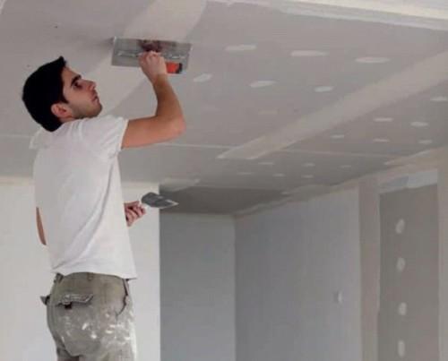 Шпаклевка потолка в комнате