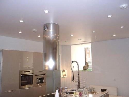 Простой потолок на кухне