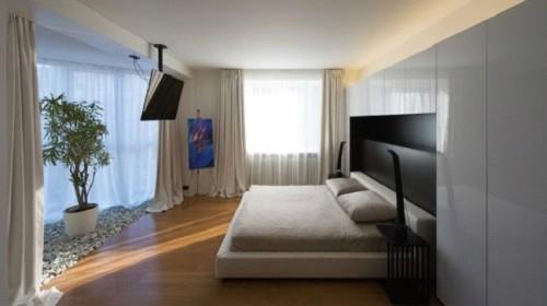 Одноуровневый вариант потолка в спальне