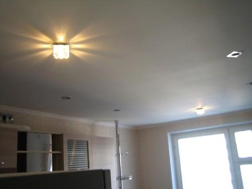 Одноуровневый вариант потолка